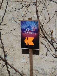Panneau de direction pour aller au Festival de Théâtre en Val de Luynes